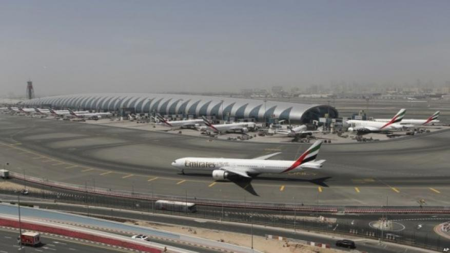 دولة خليجية تُوقف وزير الاتصالات الإسرائيلي في مطارها