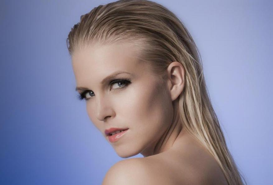 خطوات لتطبيق تسريحة الشعر المبلل في المنزل