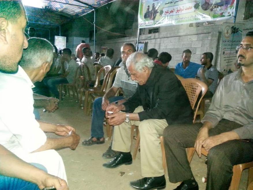 المحافظ أبو النجا يؤدي واجب العزاء في شهداء حي الشجاعية