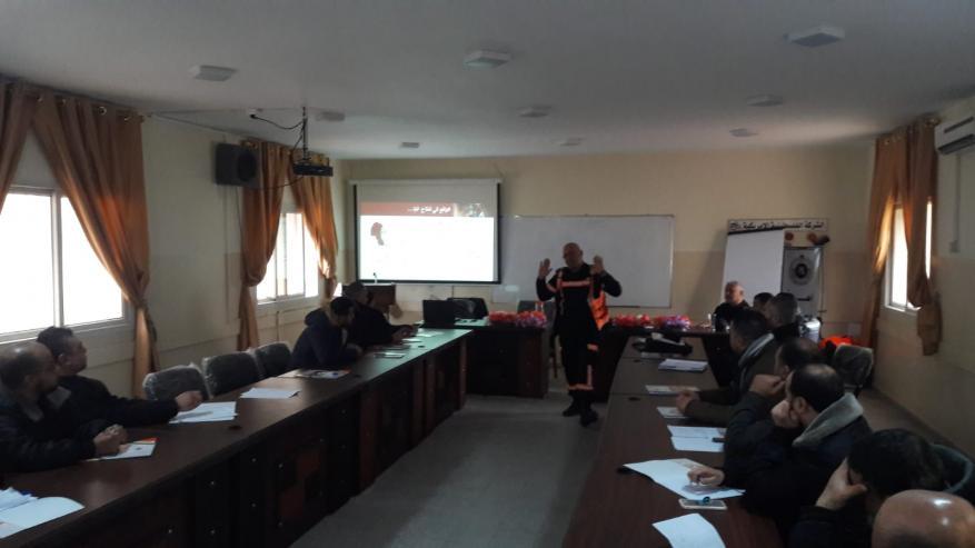 الامن والسلامة بالدفاع المدني ينظم يوم تدريبي لمناقشة الاجراءات الفنية والادارية لعامليها