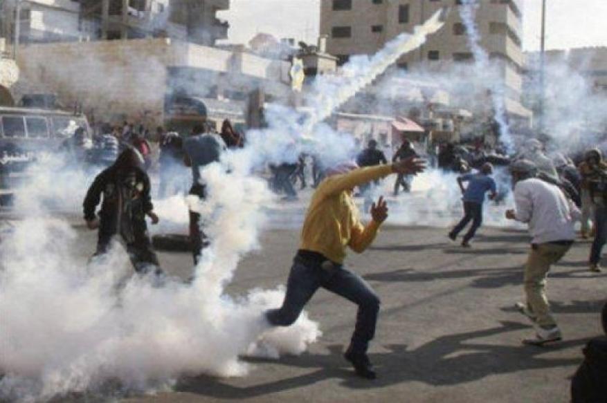 الاحتلال يعتقل أربعة فتية بمواجهات في بيت أمر