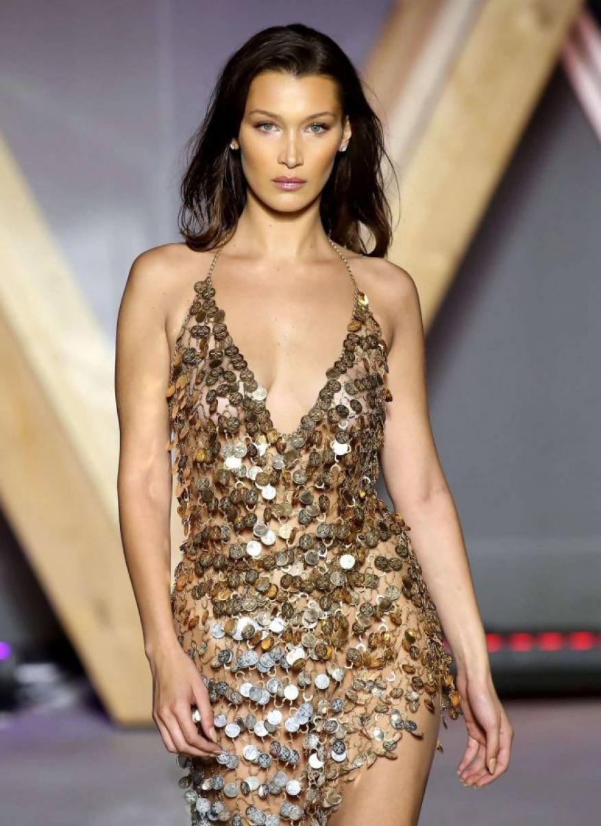Bella-Hadid-Fashion-For-Relief-Runway-at-2018-Cannes-Film-Festival-05-662x910