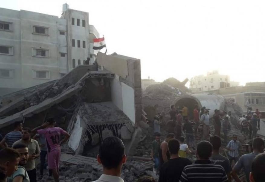 رغم قصف مكتب الجالية المصرية بغزة.. العلم المصري يبقى خفاقًا