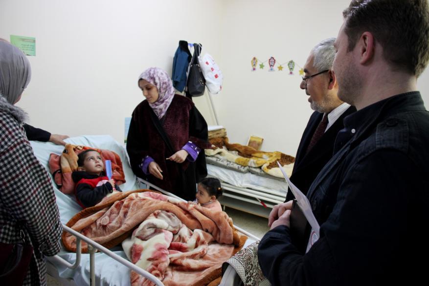 مستشفى الوفاء بغزة يبحث التعاون الطبي مع وفد نرويجي