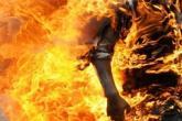 جريمة مروعة في السعودية.. سكب البنزين على أبيه النائم وأشعله