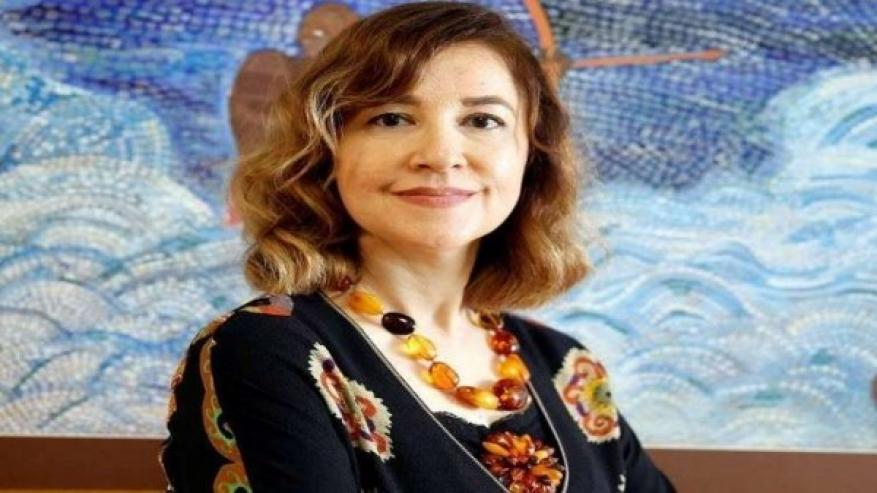 صور:تركيا تستدعي سفيرتها في (أوغندا) بعد ارتدائها فستاناً مثيراً للجدل