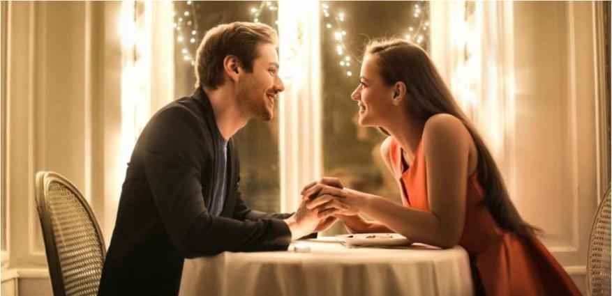 لماذا تُفضل الفتاة شريكًا يُحبها أكثر مما تحبه؟
