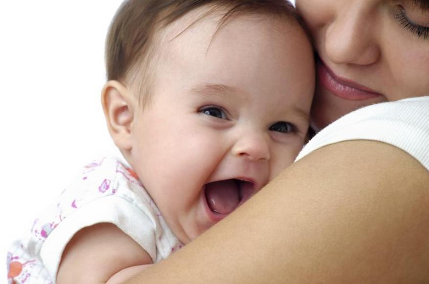 شروط لحمل طفلك واحتضانه!