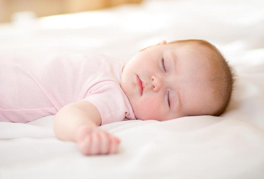 ساعات نوم الطفل حديث الولادة