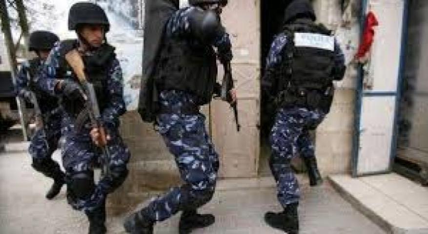 الشرطة تقبض على شخصين بتهمة التفحيط واقلاق الراحة العامة في رام الله