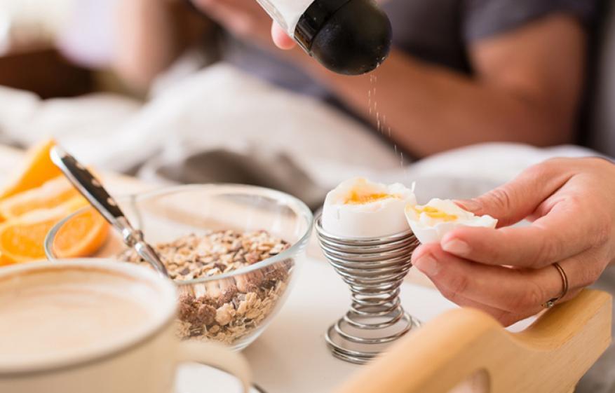 لهذه الأسباب قدّمي البيض في وجبات طعام زوجك
