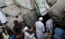 السعودية تمنع المعتمرين من زيارة