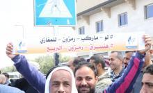 غزة:(إشارة مرور) تتسبب بموجة ساخرة بين سكان (المغازي) و(البريج)..صور