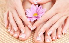 3 خلطات طبيعية لتبييض أظافر اليدين والقدمين!
