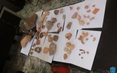 الشرطة تضبط ماكينة تنقيب عن اثار وتضبط 62 قطعة اثرية في نابلس