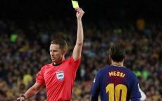 بالفيديو.. طرد لاعب برشلونة من الكلاسيكو