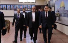السلطات المصرية للمرة الأولى قامت بتفتيش سيارات وفد حماس وصادرت أموالًا كانت في طريقها إلى غزة