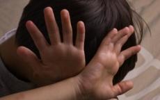 أم تبيع ابنها ذو الـ9 أعوام للاغتصاب الجماعي