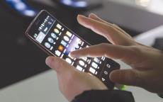 استخدام الهواتف الذكية لأوقات طويلة يزيد الرغبة بالانتحار