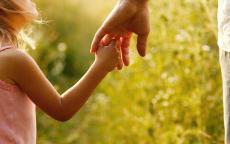 كيف تعبرين عن مشاعر الحب تجاه طفلك؟