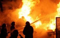 حريقان بمحل البرعصي للصرافة ومحل لبيع الملابس بغزة.. والدفاع المدني يسيطر عليهما