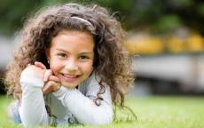 التأتأة عند الأطفال, الأسباب وطرق العلاج
