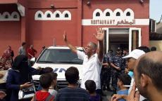 الموظفين المفصولين من الوكالة بغزة يحاصرون سيارات مدير العمليات بالقطاع