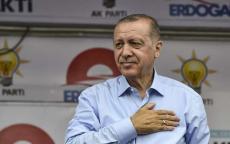 أردوغان يعتذر لأنصاره عن تأخره لانشغاله بحادث إصابة أحد الأطفال
