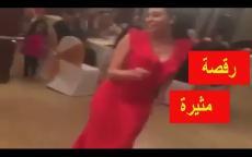 ميرهان حسين تشعل مواقع التواصل برقصها ودلالها في خطوبة شقيقتها