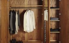 لإثبات خيانتها.. مصري يحبس عشيق زوجته داخل خزانة الملابس حتى حضور الشرطة