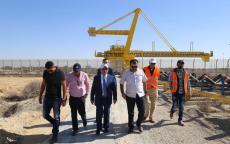 الوزير الحساينة يتفقد أعمال الإصلاحات في معبر كرم أبو سالم