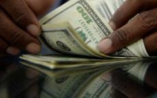 انخفاض سعر صرف الدولار