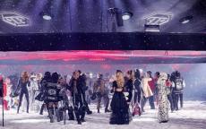 عرض أزياء فيليب بلين في نيويورك: ثلجٌ وروبوت