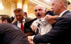 لهذا السبب تم طرد الصحفي الفلسطيني من مؤتمر بوتين ترامب!