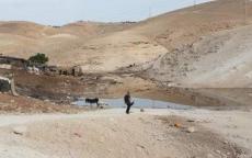 الاحتلال يغرق الخان الأحمر بالمياه العادمة
