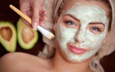 ملطف للقدمين ومرطب للشعر ... تعرفي على أبرز فوائد الأفوكادو التجميلية