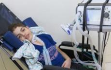 استشهاد طفل متأثرا بإصابته قبل 4 أعوام