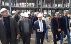 الوزير الحساينة يتفقد مشروع إنشاء 75 وحدة سكنية في منطقة أبراج حي الندى شمال القطاع