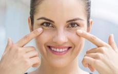 نصائح طبيعية لمعالجة انتفاخ العينين