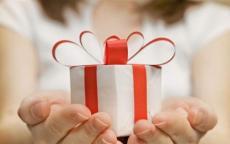 فتح هدية حبيبته بعد 50 عاما.. ماذا كانت المفاجأة؟