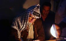 شاهد: خلال حصار أبو عمار في المقاطعة كان يأكل الخبز اليابس ليتناول الدواء
