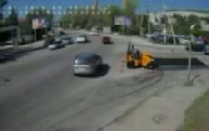 فيديو.. شاحنة ضخمة تسير بسرعة هائلة تتسبب بحادث مروع في أوكرانيا!
