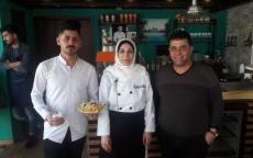صور وفيديو: (مطعم سنونو) قصة نجاح أسريّة في غزة!