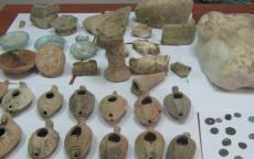 الشرطة تضبط 73 قطعة أثرية في الخليل