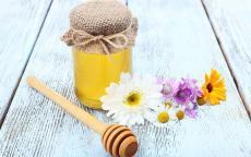 10 فوائد للعسل لجمال شعرك وبشرتك