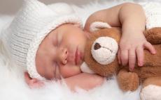 ما شبب بكاء الطفل أثناء النوم؟