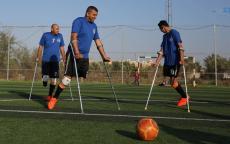 شاهد: أول فريق كرة قدم لمبتوري الأطراف بغزة!