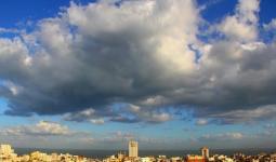 حالة الطقس: أجواء غائمة وباردة والفرصة ضعيفة لسقوط زخات متفرقة من الأمطار