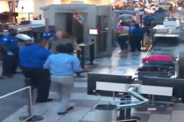 فيديو.. دخان يتصاعد من شنطة مسافر في مطار أميركي