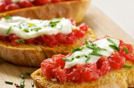 بروشكيتا الموزريلا فريكو والريحان بالطماطم